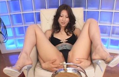Yummy hottie Ahihiro Hara masturbates her anal and pussy on close-up